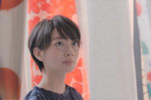 波瑠さんがメガネ姿で出演する、「パリミキ」「メガネの三城」のCM