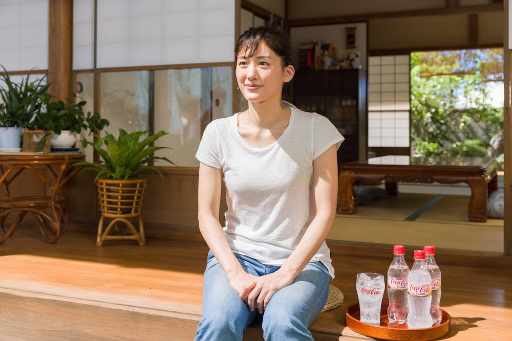 綾瀬はるかさん出演「コカ・コーラ クリア」CM