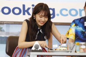 Bookimg.com Cafe オープン記念イベントに登場した、佐野ひなこさん