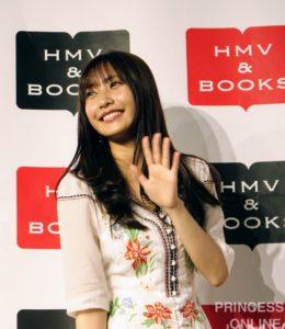佐野ひなこさん、写真集『最高のひなこ』出版記念イベントに登場