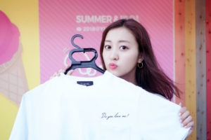 萩原舞さん、プロデュース・オリジナルTシャツを由比ヶ浜超絶カワイイビーチカフェ「SUMMER&IDOL」にて発売