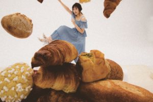 渡辺梨加さん(欅坂46)、「大好きなパンの中に埋もれたい」という願望を叶える!