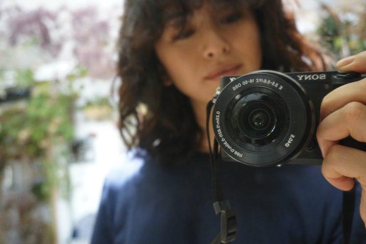 """モデル・クリス-ウェブ 佳子さんが、ソニー・ミラーレス一眼カメラ「α6300」で""""撮る側""""に❤"""