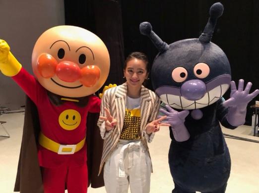 岡田結実さん、アンパンマンとばいきんまんとの3ショット写真