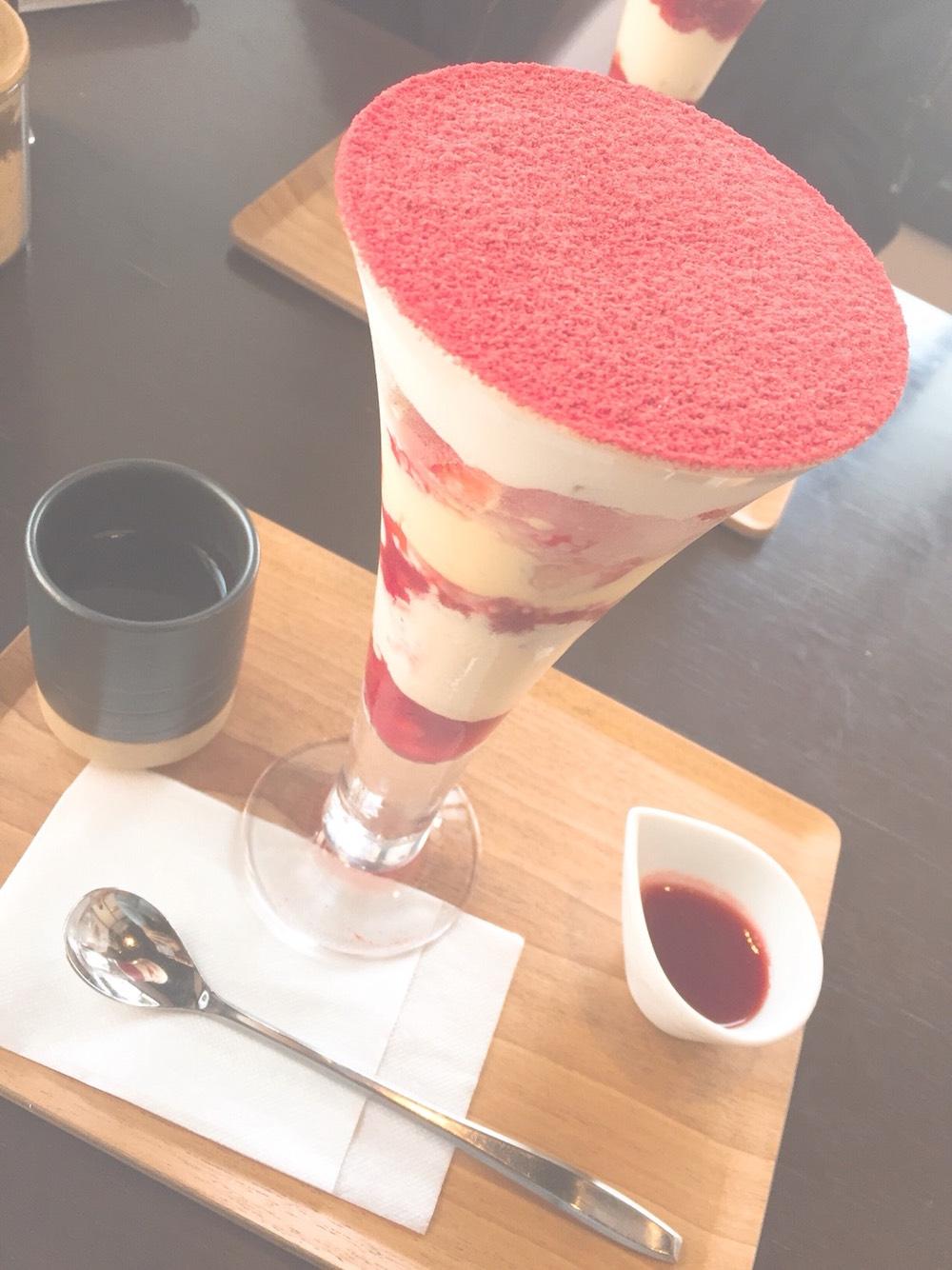 吉祥菓寮 祇園本店に登場した、苺味の「きな粉スイーツ」。Kyoto flavorの村岸ゆきさんが注文♪