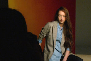 「Namie Amuro x H&M」秋の新コレクション、安室奈美恵さんの撮影シーンを収めたメイキング