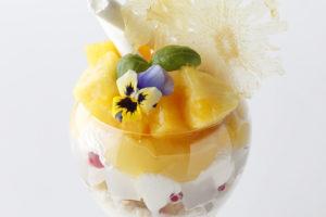 エンポリオ アルマーニ カフェ 8 月のパフェは「真夏のトロピカルパフェ!」
