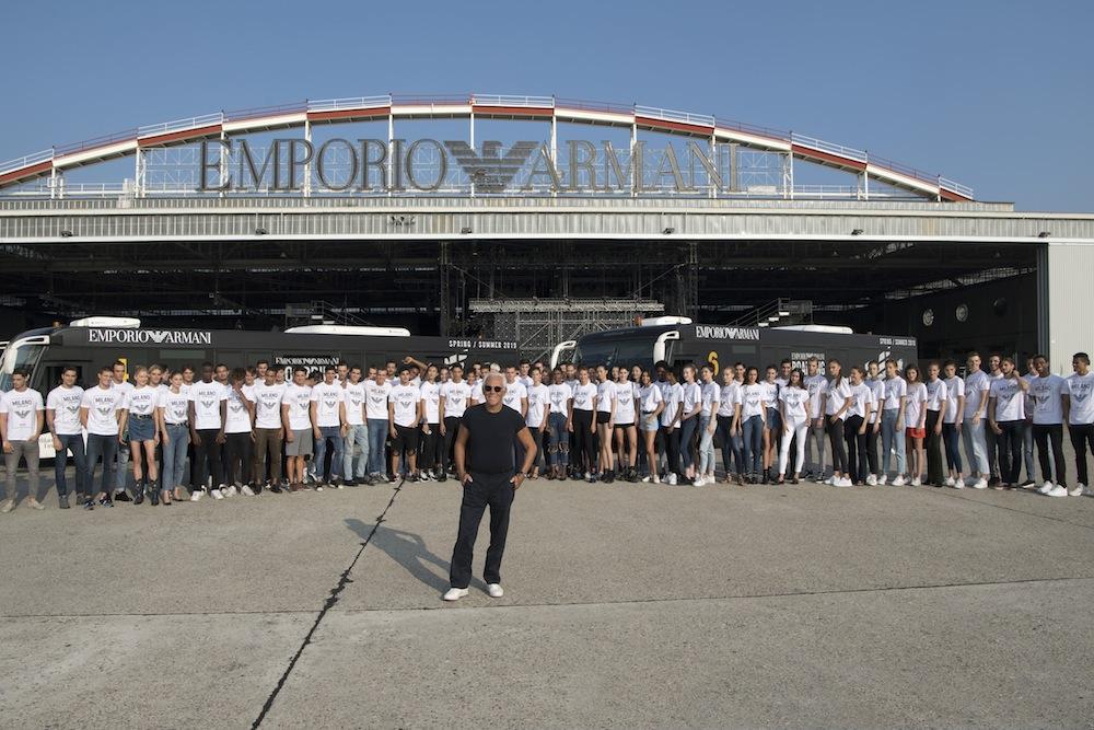 エンポリオ アルマーニ 2019 春夏コレクション リナーテ空港の格納庫で開催