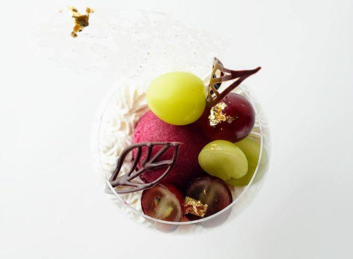 エンポリオ アルマーニ カフェ9月のパフェ(2種のぶどうの秋色パフェ)