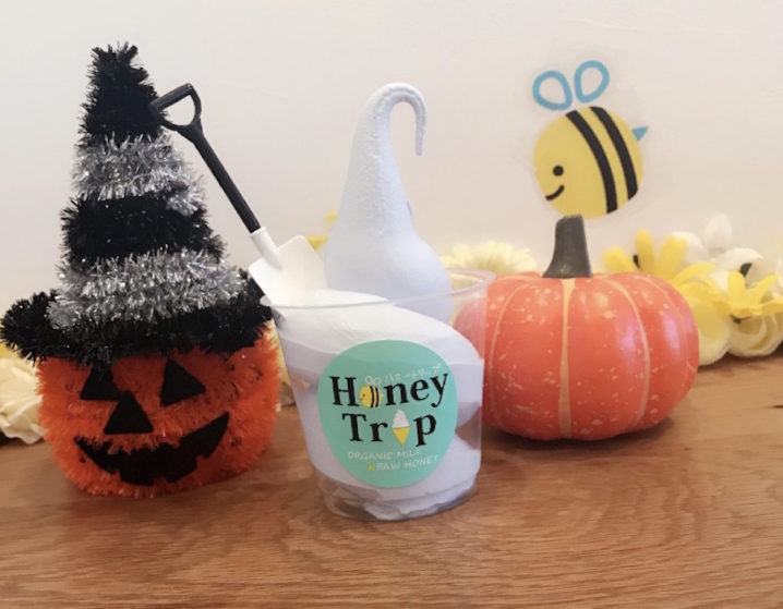 バタフライピーソフト(東京ドームからほど近いオーガニックにこだわったソフトクリーム専門店「HoneyTrip」メニュー)