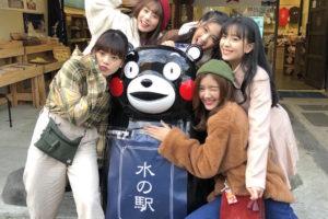 タイの国民的アイドルグループ・BNK48 メンバー/門前町商店街でのロケ撮影の模様。くまモン