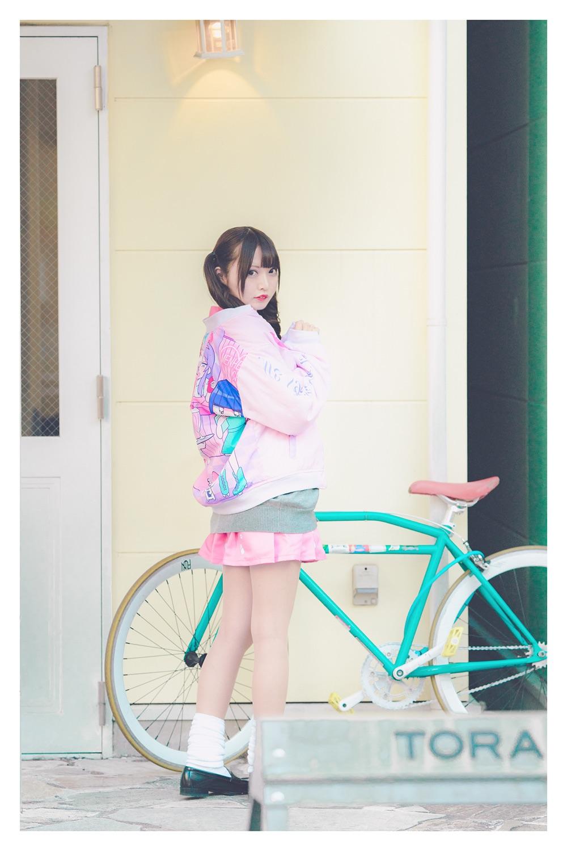 モデル:亜美菜/病みかわいいキャラクター「メンヘラチャン」と原宿のショップ「PARK」のコラボアイテム/撮影:つるしまたつみ