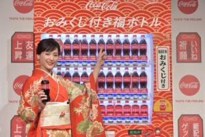 華やかな振袖姿の女優・綾瀬はるか/「コカ・コーラ」福ボトルPRイベント(2019年1月16日)