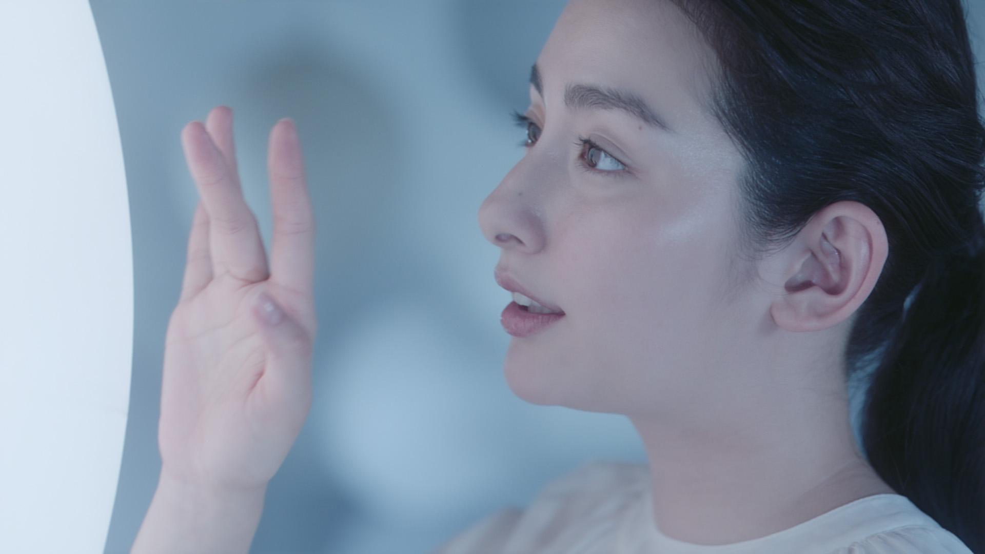 早見あかり/「DHC濃密うるみ肌シリーズ」から1塗りで6役6機能の『薬用美白ワンステップリッチジェル』CM(2019年3月)