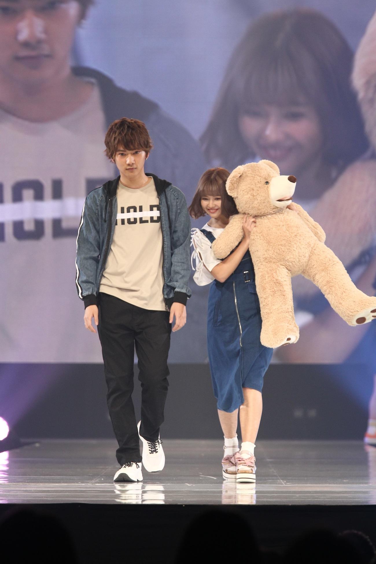 徳本夏恵(なちょす)と那須泰斗/神戸コレクション 2019SS・Popteen stage(2019年3月3日)