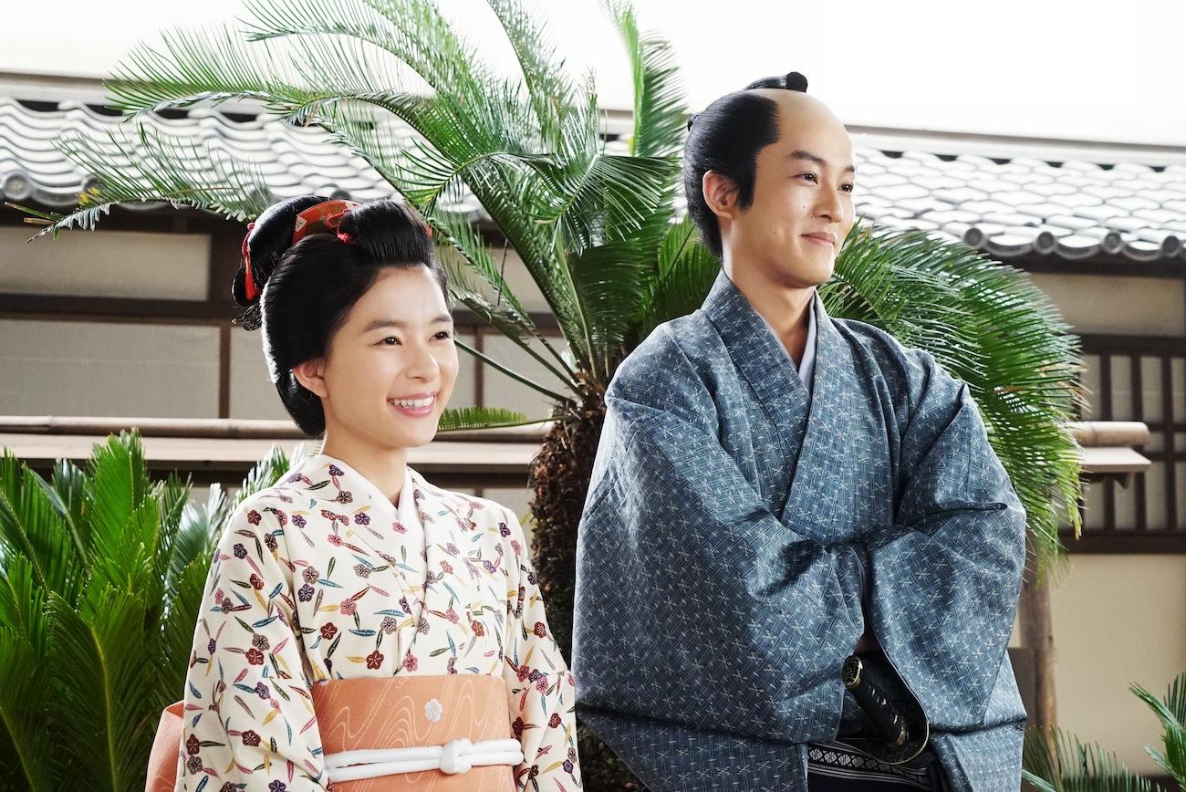 芳根京子と松坂桃李/映画『居眠り磐音』