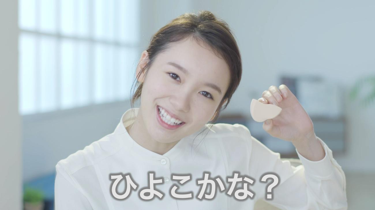 飯豊まりえ/メイク動画にて