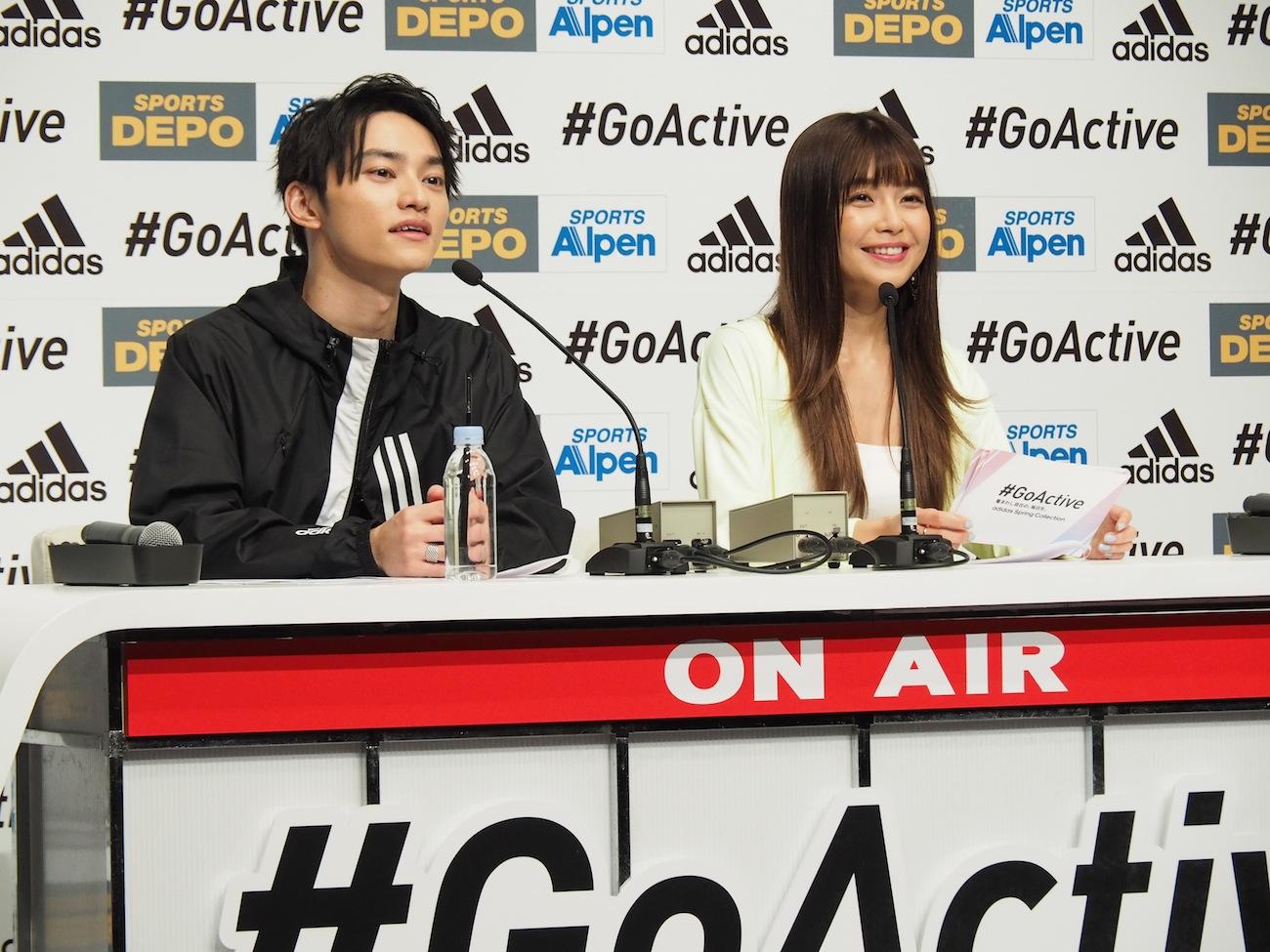 AAA・宇野実彩子とSKY-HI/大型スポーツ用品店アルペンと、マルチスポーツブランドのアディダスが共同で企画する「ADIDAS #GoActive キャンペーン」のWEB新CM発表会にて(2019年3月15日)