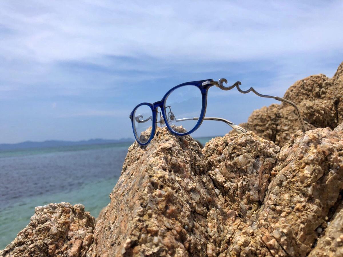 """鯖江眼鏡から登場した、福井の水晶浜の波をモチーフにした眼鏡ブランド """"Swishore"""""""