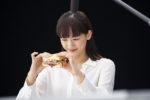 綾瀬はるか/「コカ・コーラ プラス」新CMにて、カツサンドを食べるシーン